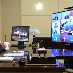 El presidente ruso Vladimir Putin mantiene una reunión por videoconferencia con representantes de la comunidad empresarial francesa en la residencia estatal de Novo-Ogaryovo, en las afueras de Moscú. | Foto:Alexey Druzhinin / SPUTNIK / AFP