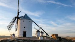 España implementará en junio un certificado Covid para viajeros internacionales