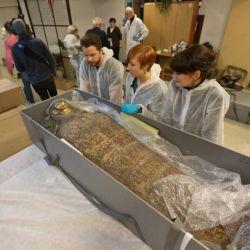 La momia se encuentra exhibida en el Museo Nacional de Varsovia, Polonia.
