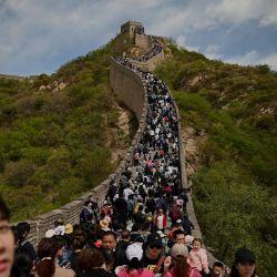 La gente visita la Gran Muralla en Beijing.   Foto:Noel Celis / AFP