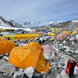 Las carpas de los montañeros se muestran en el campamento base del Everest en la región del Monte Everest del distrito de Solukhumbu.   Foto:Prakash Mathema / AFP