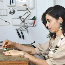 Si bien Paula tiene su taller en Palermo, en su casa también dedicó un sector a un pequeño estudio, que comparte con su marido.