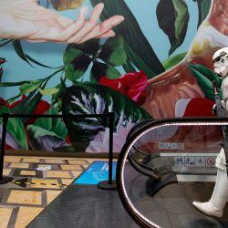 Un fan disfrazado de Stormtrooper de  | Foto:Ulises Ruiz / AFP