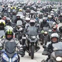 Baviera, Nuremberg: Los motociclistas se reúnen en la Volksfestplatz de Nuremberg para un mitin de motocicletas contra una posible prohibición de motocicletas los domingos y festivos. El mitin se limitó a 6000 personas bajo el lema  | Foto:Timm Schamberger / DPA