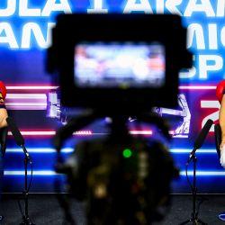El piloto holandés de Red Bull, Max Verstappen y el piloto japonés de AlphaTauri, Yuki Tsunoda, dan una conferencia de prensa en el Circuit de Catalunya en Montmeló, en las afueras de Barcelona, antes del Gran Premio de España de Fórmula Uno. | Foto:Mark Sutton / POOL / AFP