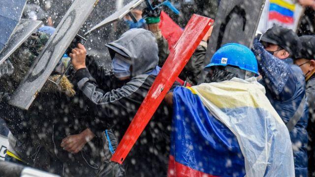 La foto que publicó el presidente Alberto Fernández en su cuenta de Twitter, para cuestionar los sucesos en Colombia.