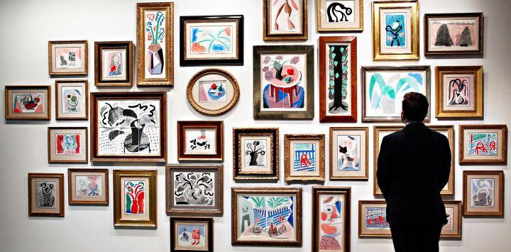 Las obras de arte están en exhibición durante la vista previa de prensa de Sotheby's NY de la próxima subasta nocturna de arte contemporáneo en Sotheby's en la ciudad de Nueva York.