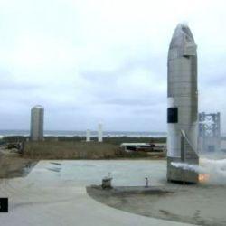 La Starship despegó verticalmente haciendo uso de los motores Raptor SN54, SN61 y SN66.