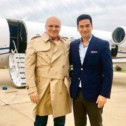 José Luis Espert junto al avión del empresario Fred Machado.   Foto:Cedoc.