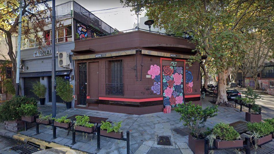 El restó bar Carnal y su terraza, en Niceto Vega al 5500, donde había una fiesta electrónica con 70 personas.