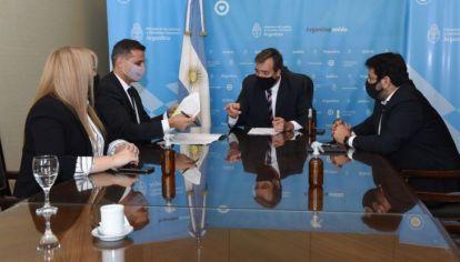 REUNIÓN. Asís y Perilli, de Jutof, fueron recibidos por el ministro Martín Soria, y el secretario Juan Mena.