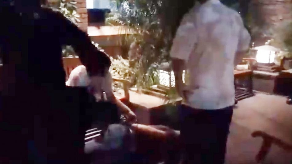 Uno de los agresores del gerente de Kansas, en San Isidro, en el piso ya detenido.