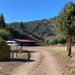Ingreso al puesto San Ramón de estancia La Fragua, el destino de la cabalgata y el asado reparador.