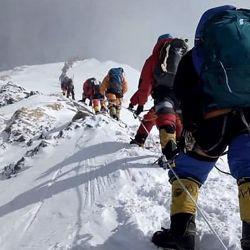 China planea establecer una línea demarcatoria de límites bien indicada para que nadie pase la frontera que comparte con Nepal en la cumbre del Everest.