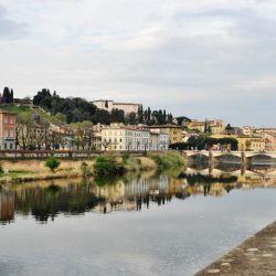 Vista del río Arno en Florencia. La ciudad italiana vivía saturada de turistas, hasta que llegó la pandemia. Foto: Mona Contzen/dpa