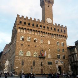 La tranquilidad en torno al Palazzo Vecchio se asemeja a la de los tiempos de los bisabuelos. Foto: Florian Sanktjohanser/dpa