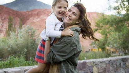 "Al ritmo de Tini Stoessel, Juliana Awada compartió el ""challenge"" viral de Antonia Macri"