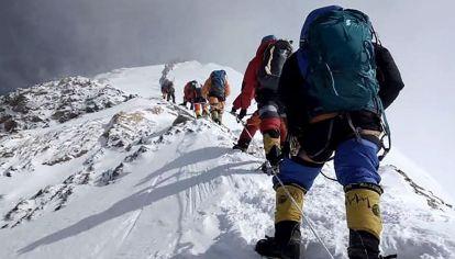 China marcará los límites con Nepal en la cumbre del Everest