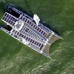 Energy Observer, el primer barco propulsado por energías renovables e hidrógeno, llega a San Francisco, California.   Foto:Josh Edelson / Energy Observer /AFP