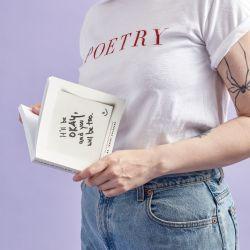 La poesía como bálsamo y compañía para una época muy difícil.