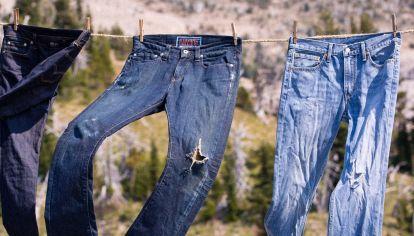 Los jeans oversized Versace que querés tener