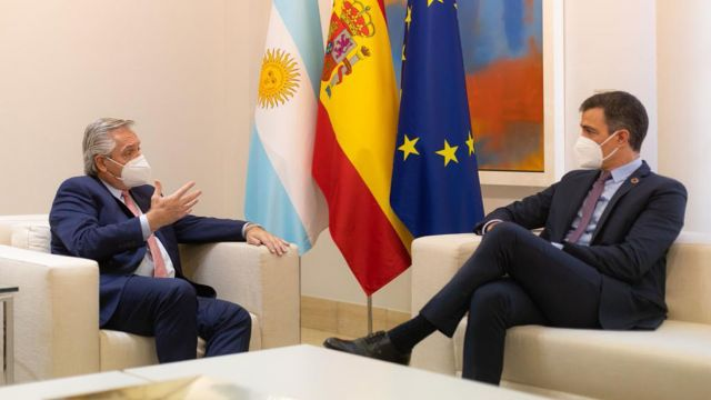 Alberto Fernández y Pedro Sánchez 20210511