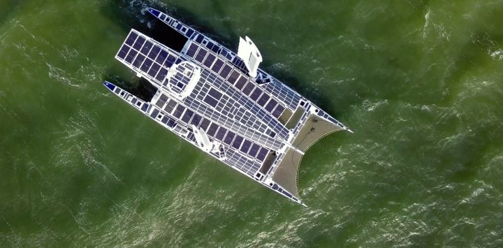 Energy Observer, el primer barco propulsado por energías renovables e hidrógeno, llega a San Francisco, California.