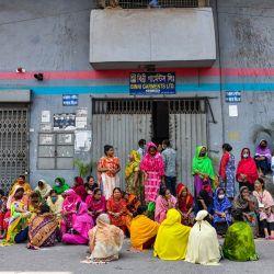 Bangladesh, Dhaka: los trabajadores de la confección de Binni Garments Ltd bloquean la carretera en la fábrica para exigir el pago de los salarios adeudados.   Foto:Zabed Hasnain Chowdhury / SOPA Images a través de Zuma Wire / DPA