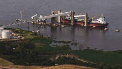 Barco de carga de granos
