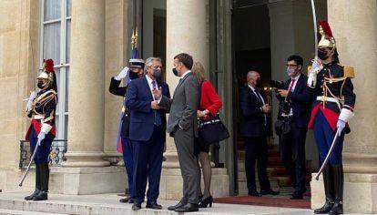 Los regalos que intercambiaron Alberto Fernández y Emmanuel Macron 20210512