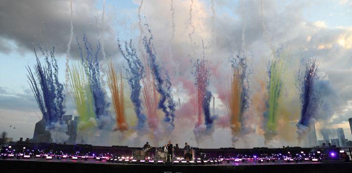 En la imagen distribuida publicada por los Brit Awards, se ve a Coldplay actuando en los BRIT Awards 2021 en Londres.