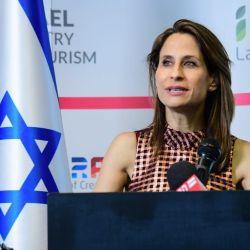 La ministra de Turismo de Israel, Orit Farkash-Hacohen, anunció en conferencia de prensa que a partir de julio se abrirá completamente el país a viajeros vacunados contra covid-19. Foto: Rafi Ben-Hakoun/GPO/dpa