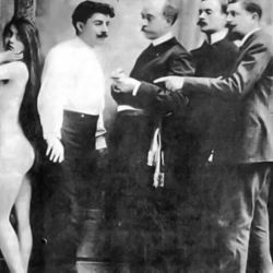 La historia de la maffia en la Argentina se remonta a comienzos del siglo XX.