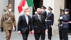 El presidente Alberto Fernandez con Materella y Draghi en Italia.20210513