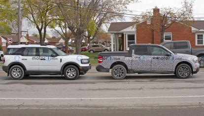La nueva Ford Maverick aparece junto a Bronco Sport con tamaño similar