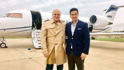 José Luis Espert junto al avión del empresario Fred Machado