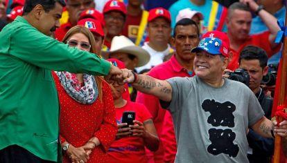 Nicolás Maduro junto a Diego Maradona