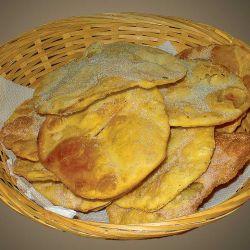 Las tortas fritas, todo un clásico en las meriendas campestres. Si bien su origen es alemán, se cree que llegaron al Río de la Plata de la mano de inmigrantes españoles.