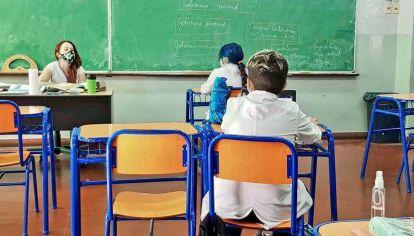 Presentes. En el 6% de las escuelas del país, los chicos tuvieron un día presencial y 4 virtuales.