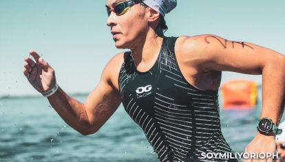 AGUA. A su pasado como nadadora le saca provecho en las carreras.