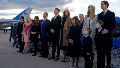 Enero 2021: Hijos, hijas, nueras yerno, y nietos de Trump, en su último posado oficial en el fin del gobierno de Trump.