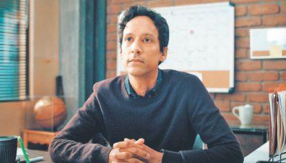 """Estrellas. Danny Pudi, famoso por sutrabajo en """"Community"""" interpreta aquí un papel muy diferente."""