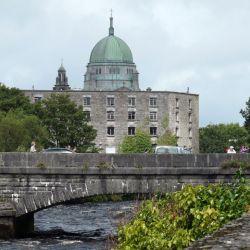 - La catedral es una de las tantas atracciones de Galway. Foto: Alexandra Stahl/dpa