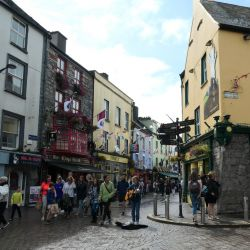 - En muchas esquinas de Galway se escucha a músicos callejeros. Se dice que incluso Ed Scheeran tocó alguna vez aquí. Foto: Alexandra Stahl/dpa