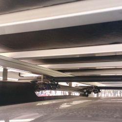 El modelo de Campinox se coloca sobre el portaequipajes del vehículo. La base  es una estructura de aluminio reforzado.