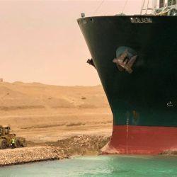 El primer tramo intervenido, ubicado más al sur del canal, tiene una longitud de 30 km y va desde la ciudad de Suez hasta la zona de los lagos Amargos.