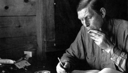 El poeta Wystan Hugh Auden nació en York, Inglaterra, en 1907. Se mudó a Birmingham durante la infancia y se educó en Oxford. Murió en Viena en 1973.
