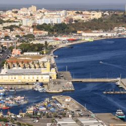 Vista aérea de la fortaleza del puerto de Setúbal, la ciudad ubicada en el sur de la península homónima, a solo 50 kilómetros de Lisboa, Portugal. Foto: Manuel Meyer/dpa