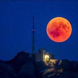 La Superluna de Flores es una luna llena mucho más grande que el promedio.