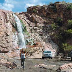 La Cascada del Colorado, un lugar casi desconocido por los propios habitantes de San Rafael. Se accede por viejas sendas de piedra utilizadas por quienes colocaron las torres de alta tensión.